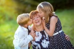 Foto Kinder küssen Ihre Mutter in Pforzheim Ispringen