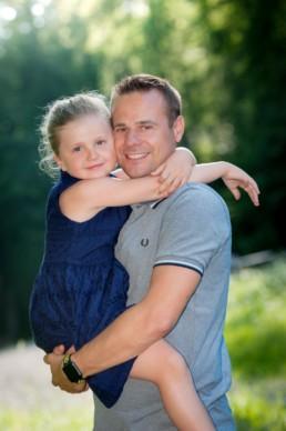 Foto Vater und Tochter im Wald