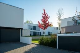 Immobilienfotografie, moderne Hausfassaden, Flachdach