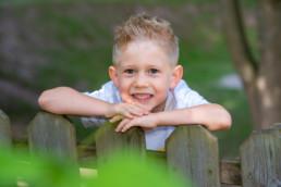 Foto Junge im Kindergarten im Garten