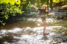 Foto Mädchen am Fluß, Sommer