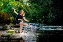 Foto Mädchen am Fluß Sommer