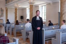 Fotoprojekt Nur so halb - Pfarrer David Dengler in der evangelischen Kirche in Birkenfeld
