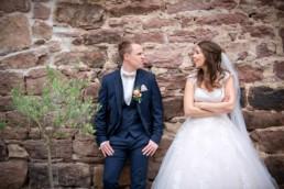 Foto Braut und Bräutigam machen Blödsinn