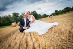 Foto Hochzeitspaar im Kornfeld