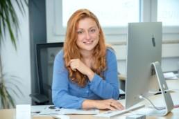 Mitarbeiterfoto Mitarbeiterin Büro Team Evimedia von Stefanie Morlok Pforzheim Birkenfeld