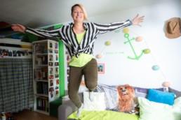 Sandra Rixen im Sprung - Fotoprojekt Nur-so-halb von Stefanie Morlok Fotografin