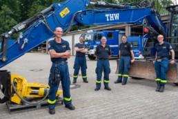 THW Pforzheim, Daniel Klett und die Fachgruppen Räumen mit dem Kettenbagger - Fotoprojekt Nur-so-halb von Stefanie Morlok Fotografin