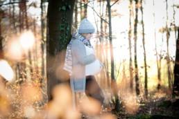 Fotos einer schwangeren Frau im Winter
