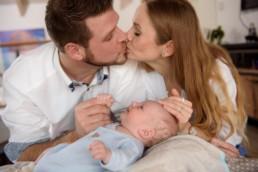 Baby und seine Eltern, Eltern küssen sich